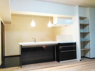キッチンリフォーム 壁を撤去しスペース広々。お洒落でリラックスできる空間に