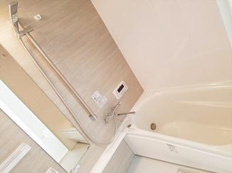 バスルームリフォーム 畳のような柔らかさの床材でヒヤッと感を解消!