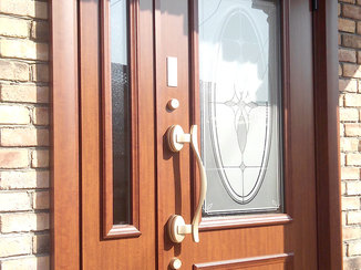 エクステリアリフォーム 防犯面や耐久性が上がったオシャレな玄関ドア