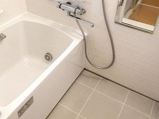 バスルームリフォーム 足を伸ばしてゆっくり湯船に浸かれる広い浴室
