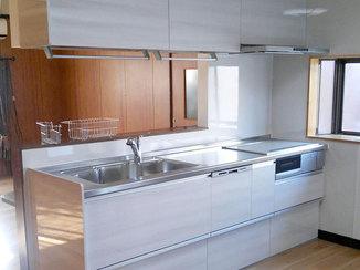 キッチンリフォーム キッチンのカタチを変えて広くなったキッチンリフォーム