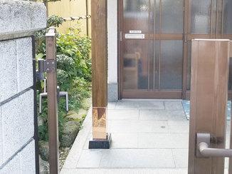 エクステリアリフォーム ヒノキの柱で玄関のアクセントに