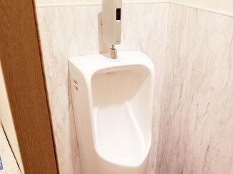 トイレリフォーム 水に強い内装材で掃除のしやすいトイレ
