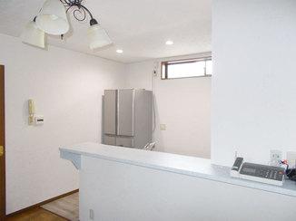 キッチンリフォーム 入口が広く、明るい開放的なオープンキッチン