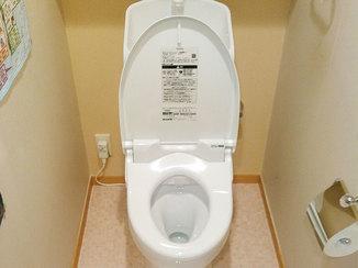 トイレリフォーム タンクと便器が一体の掃除のしやすい明るいトイレ