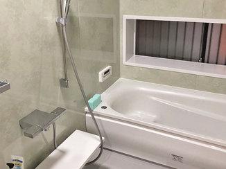 バスルームリフォーム 高級感のある洗面台と広々くつろげる浴室