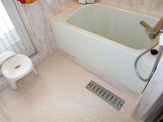 バスルームリフォーム 断熱性のあるバスパネルとシートで暖かく快適な浴室