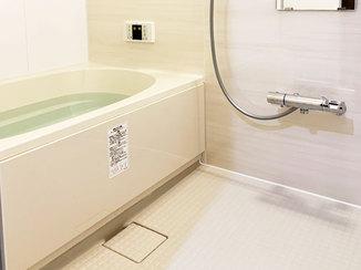 バスルームリフォーム 断熱仕様にし、ベージュカラーで統一した温かみのあるバスルーム