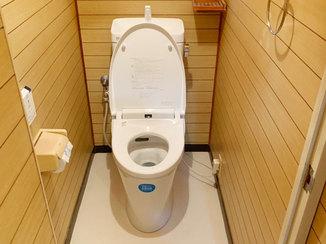 トイレリフォーム 自動洗浄と段差のない入口で各段に使いやすくなったトイレ